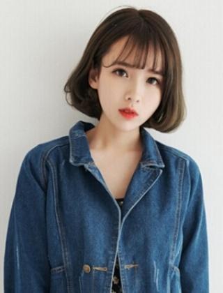齐刘海短卷发怎么搭理好看 最时尚的短卷发齐刘海图片
